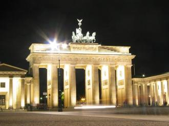 brandenburg-gate-at-night